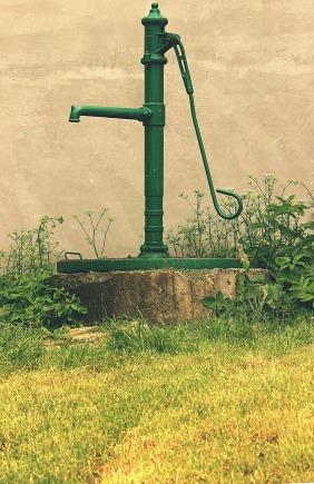 water-pump-water-1008978_1920