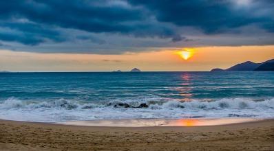 sun-on-a-seasore the-average-1308766_1280.jpg